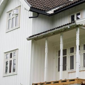 Utvendig, nye vinduer, ny veranda, ny verandadør
