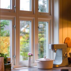 Nytt vindu på kjøkken, ferdig belistet (Fjordglas)