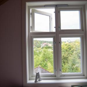Nytt vindu på soverom, ferdig belistet (Fjordglas)