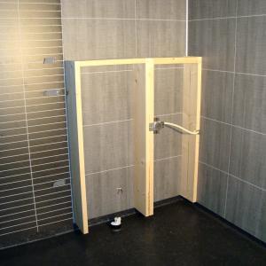 Bygging av kasse for vegghengt wc.