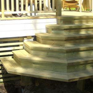 Under bygging av ny trapp til terrassen.