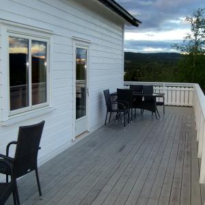 Fin kveldsstemning fra den nye terrassen.