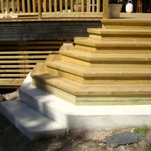 Ny bred trapp bygget ferdig.