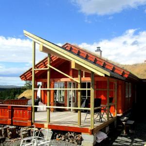 Ferdig takoverbygg på terrasse, sett fra siden.
