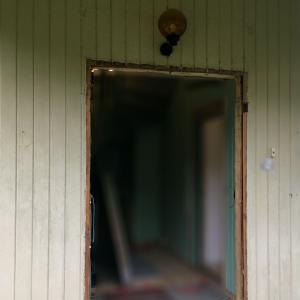Døråpning hvor gammel dør er demontert.