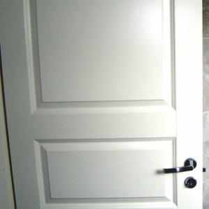 Hvit innerdør med 3 speiler.