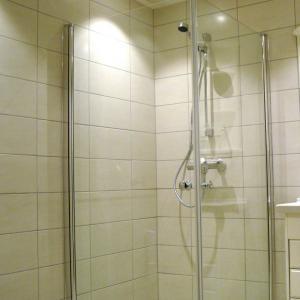 Ferdig bad dusj med dusjdører