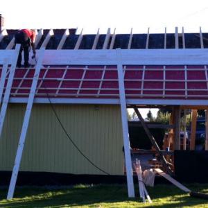 Restaurering av tak fra baksiden av garasjen.