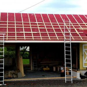 Restaurering av tak, montering av lekter på framside.