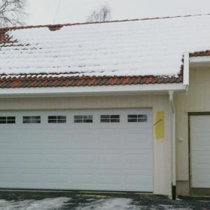 Nå begynner det å ligne en garasje, snart ferdig.