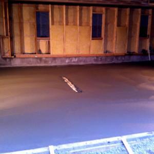 Støping av nytt dekke/gulv innvendig i garasje.